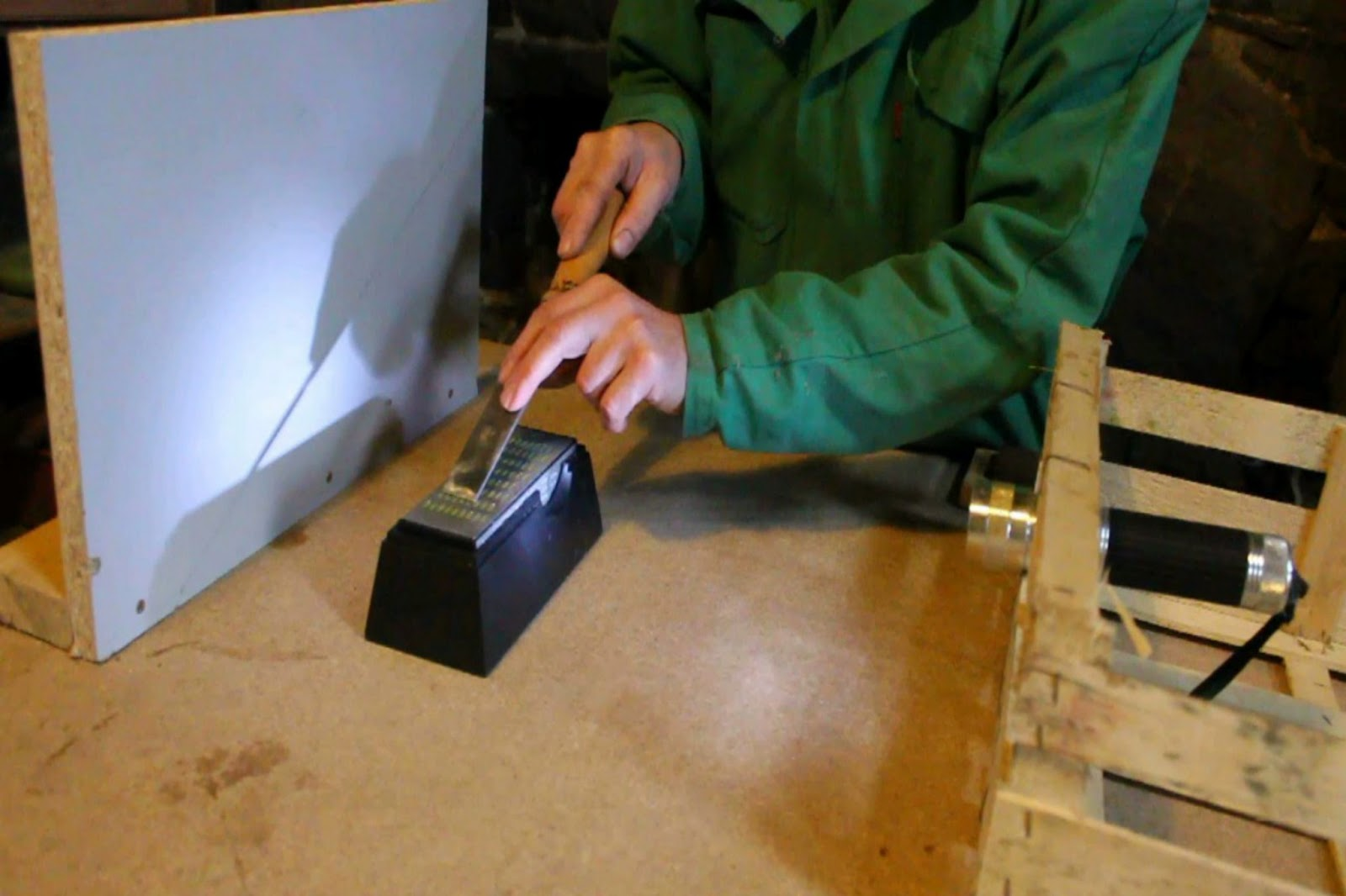 how to use a chisel honing guide